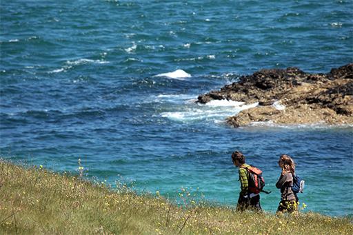 Randonneurs sur l'île Hodic