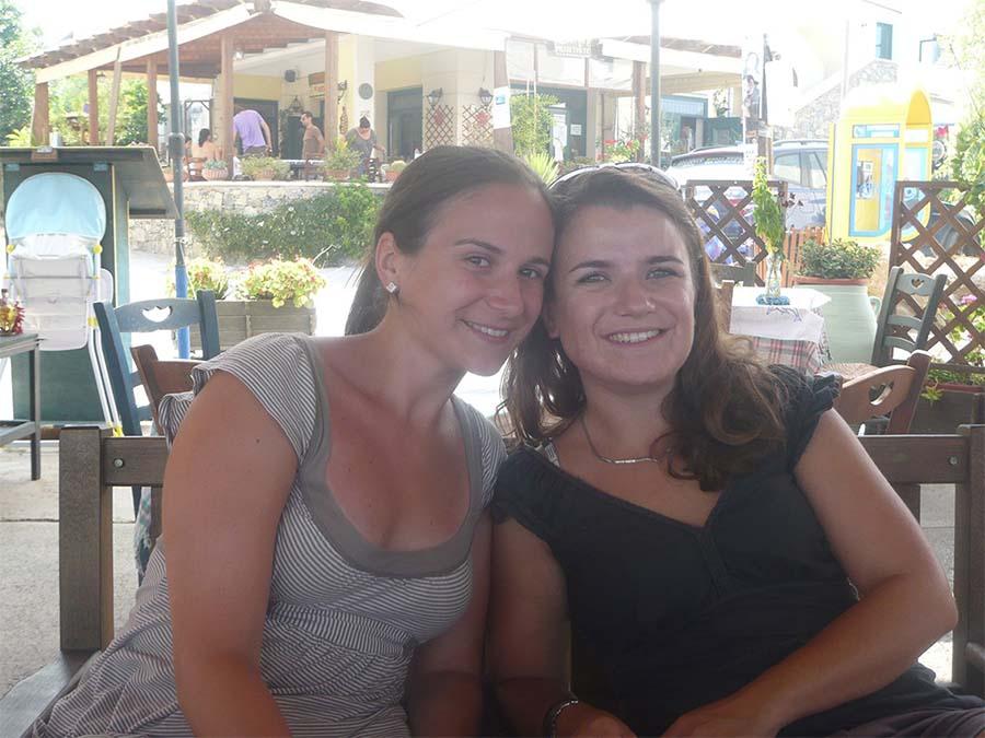 Cécile et Magali vous accueillent au Camping de la plage à Guidel